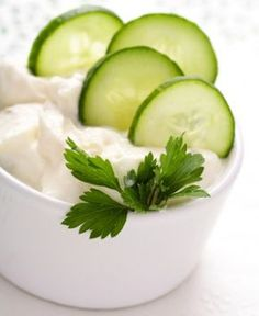 Try a variety of Zone snack recipes. These healthy snacks coincide with an anti-inflammatory diet that helps keep you fueled and energized during the day. Diet Snacks, Healthy Snacks, Healthy Eating, Healthy Recipes, Cashew Yogurt, Cucumber Yogurt, Zone Recipes, Snack Recipes, Zone Diet