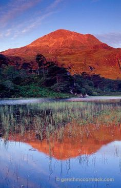 Sgurr Dubh reflected in Loch Clair at dawn, Wester Ross, Scotland. Earth Texture, Wester Ross, Orkney Islands, Irish Landscape, England Ireland, Irish Sea, Scottish Castles, Highlanders, Traditional Landscape