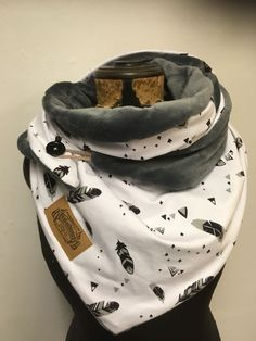 Photos and Videos - munosk Pop Couture, Diy Scarf, Hooded Scarf, Creation Couture, Diy Fashion, Fashion Trends, Neck Warmer, Womens Scarves, Diy Clothes