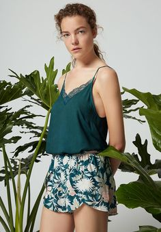 Oysho - V-neck strappy top & Beauty flower shorts Sexy Pajamas, Pyjamas, Cute Pajamas, Sunday Outfits, Summer Outfits, Pijamas Women, Cute Sleepwear, Cute Lazy Outfits, Night Suit