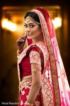 Dreamy bengali bride look. Dreamy bengali bride look. Indian Bride Poses, Indian Wedding Poses, Indian Bridal Photos, Indian Wedding Couple Photography, Bridal Poses, Bridal Photoshoot, Bengali Bride, Bengali Wedding, Sikh Wedding