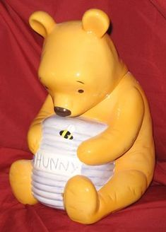 """Classic Winnie the Pooh with his """"hunny"""" bee hive cookie jar. Teapot Cookies, Bear Cookies, Cute Cookies, Cookies Et Biscuits, Jar Jar, Antique Cookie Jars, Disney Cookies, Leelah, Winnie The Pooh Friends"""