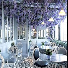 FOR the of LOVE PURPLE (regram from @kristywicks ) this is Aubain in Selfridges in London - currently Wisteria drips from the front of many buildings in London and all over the country - Cleary Aubain didn't want to miss out and brought it into their restaurant for their diners to enjoy too - what a fabulous idea - these soft lilac purple shades have always been one of my favourites - so relaxing particularly when mixed with grey and white - hope you manage to be in a  garden  setting this…