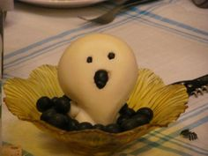 Halloween Party - Fantasmino di scamorza con olive nere - Little ghost of smoked cheese with black olives