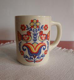Berggren Trayner Scandinavian Folk Art Bird mug. Ow this is so cute. I want this to be mah morning mug.