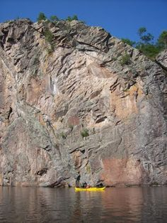 The magic of camping and kayaking at Bon Echo Provincial Park, Mazinaw Rock, Ontario, Canada! Get your bug suit on! Camping Places, Camping World, Canoe And Kayak, Kayak Fishing, Sequoia National Park Camping, Ontario Parks, Capital Of Canada, Algonquin Park, Camping Activities