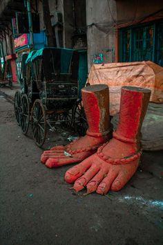 Sidewalk sculpture, India. Photo by  Prayash Giria.