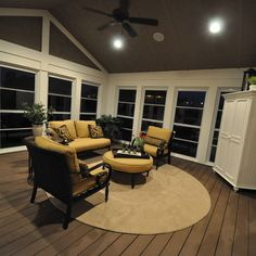 Traditional Home 3 season room Design Ideas, Pictures, Remodel and Decor---Ceiling Fan.... 4 Season Room, Three Season Porch, Four Seasons Room, Brick Room, Porch Windows, Patio Enclosures, Porch Addition, Enclosed Porches, Porch Ideas