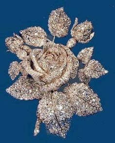 The exquisite Vanderbilt Rose brooch of 250 carats of diamonds originally made for Princess Mathilde Bonaparte in Subsequently sold by Louis Cartier to Cornelius Vanderbilt III in Royal Jewelry, Diamond Jewelry, Jewelry Box, Jewelery, Fine Jewelry, Gold Jewellery, Sterling Silver Jewelry, Antique Jewelry, Vintage Jewelry