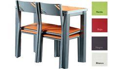 Conjunto mesa más dos sillas y dos taburetes en varios colores.