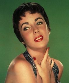 With their fire engine-red pouts, seductive and glamorous screen stars like Elizabeth Taylor and Marilyn Monroe defined the look of the decade.