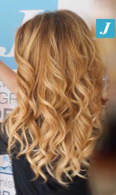 Spotted in salone! #Degradé Joelle honey shades e Piega Glamour. #cdj #degradejoelle #tagliopuntearia #degradé #igers #naturalshades #hair #hairstyle #haircolour #haircut #longhair #style #hairfashion