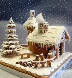 Cool twist on a gingerbread house-snowflake tree Gingerbread Village, Gingerbread Decorations, Christmas Gingerbread House, Gingerbread Cake, Christmas Cooking, Christmas Desserts, Christmas Treats, Christmas Time, Christmas Cakes