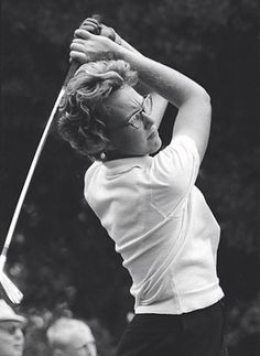 Mickey Wright, now retired in 1969 at age 34 and won 82 LPGA tournaments during her career. On June 16 the USGA Museum in Far Hills, N., unveiled a new room with Wright's name on it, the first gallery dedicated to a woman. Vintage Golf Clubs, Ladies Golf Clubs, Best Golf Clubs, Famous Golfers, Lpga Tour, Golf Player, Golf Tips For Beginners, Golf Lessons, Golf Gifts