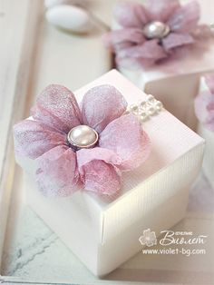 Handmade wedding gift box adorned with beautiful pink textile flower and pearl embellishments Handmade Wedding Gifts, Handmade Wedding Invitations, Wedding Stationery, Elegant Wedding Favors, Wedding Favours, Rustic Wedding, Wedding Cake Boxes, Creative Gift Wrapping, Wrapping Ideas