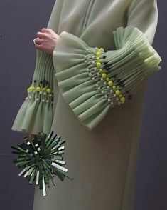 Said her in a light green dress. Said her in a light green dress. Couture Fashion, Diy Fashion, Fashion Dresses, Fashion Design, Origami Fashion, Sleeves Designs For Dresses, Sleeve Designs, Dress Designs, Couture Details
