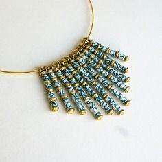 """Elégant collier """"porcelaine"""" en perles de papier indien, bleu marine et crème"""