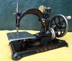 UNUSUAL ANTIQUE WILLCOX & GIBBS ~ HAND CRANK SEWING MACHINE ~ WONDERFUL MACHINE!