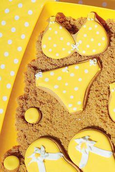 Graciosas galletas para una fiesta playa, servidas en una capa de arena (=azúcar moreno)! / Fun cookies ideal for a beach party, served on a bed of sand (=brown sugar)!