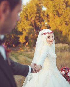 cicekli gelin basi tesettur modelleri You can find different rumors about the history of the marriage dress; Wedding Poses, Wedding Photoshoot, Wedding Couples, Wedding Bride, Couple Wedding Dress, Wedding Dresses, Couple Hijab, Muslimah Wedding Dress, Cute Muslim Couples