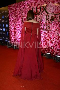Lux Golden Rose Awards: This red-hot look of Kareena will set your hearts racing! | PINKVILLA
