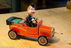 Golden jubilee Vanha peltinen avoauto ja kuljettaja. Toimiva.  Valmistaja: Kosuge, Japani