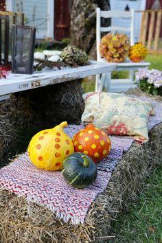 Kun luonto hehkuu ruskan väreissä, sisustuskin alkaa kaivata lämpöisempiä sävyjä. Katso Unelmien Talo&Kodin vinkit värikkääseen sisustukseen.