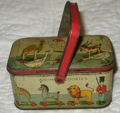Iten Biscuit Co. animal cookies tin pail, c. To think I only had a cardboard box with a string animal crackers box! I would love to have this to display in my home! Vintage Lunch Boxes, Vintage Picnic, Vintage Tins, Vintage Love, Vintage Antiques, Vintage Stuff, Vintage Metal, Vintage Kitchen, Retro