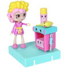 Happy Places est une gamme de meubles et d'accessoires miniatures Petkins où vivent les P'tits amis Shoppies à Happyville!!! Tu trouveras de tout ici pour créer ton propre endroit heureux!<br><br><li>MINIATURE DECOR qui transforme chaque pièce en un endroit heureux!</li><li>Comprend : 1 P'tite Shoppie, 1 Présentoir, 1 Grand Petkin, 2 Petkins moyens, 6 Petits Petkins, 4 Mini Petkins, 2 Carreaux, 1 Brochure</li><li>Thème : salle de...
