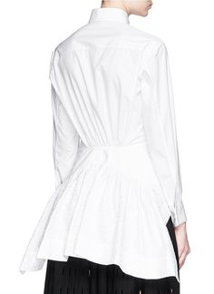 Reign the style arena with this cotton poplin blouse from Azzedine Alaïa. This hedonistic play upon classic French shapes is presented with S Shirt, Shirt Dress, Azzedine Alaia, White Shirts, White Tops, Poplin, Arabesque, Women Wear, My Style