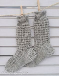 Lace Knitting, Knitting Socks, Knitting Patterns, Knit Crochet, Woolen Socks, Baby Booties, Mittens, Arts And Crafts, Slippers