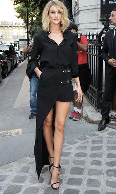 Rosie Huntington-Whiteley Makes A Statement In Versace