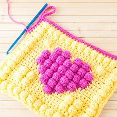 [Free Pattern] This Adorable Bobble Heart Potholder Is Sure To Make Your Day Every Time You Look At It - Knit And Crochet Daily Crochet Bobble, Crochet Potholders, Crochet Cushions, Bobble Stitch, Crochet Squares, Irish Crochet, Crochet Granny, Granny Squares, Unique Crochet