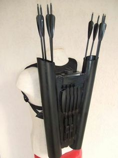 So I had the Nerf Agent bow for Christmas and I need a quiver. and then I saw this and now I'm going batshit. A double quiver ? Archery Bows, Archery Gear, Archery Equipment, Recurve Bows, Traditional Archery, Bow Arrows, Fantasy Weapons, Survival Gear, Survival Prepping