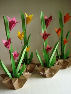 these just plane look cool! Paper Origami Flowers, Origami Bouquet, Origami And Quilling, Origami And Kirigami, Origami Paper Art, Paper Flowers Craft, Diy Origami, Origami Tutorial, Paper Roses