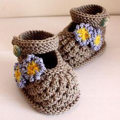 Forget Me Not bebé Zapatos por OasiDellaMaglia   Knitting Pattern - Buscando un modelo que hace punto para su próximo proyecto? No busque más, Forget Me Not bebé Zapatos de OasiDellaMaglia! - A través deCraftsy