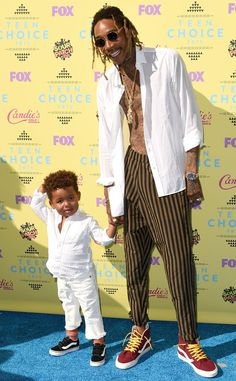 Sebastian Taylor & Wiz Khalifa from 2015 Teen Choice Awards Red Carpet Arrivals  The father-son duo strikes a sweet pose.