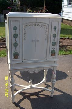 Shabby Chic Vintage Painted Furniture: Hutches