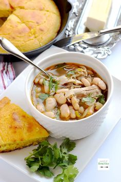 0 points when made with chicken breast-Instant pot white chicken chili is super easy and delicious dinner that comes together in less than thirty minutes. Your whole family will love it! Instant Pot Dinner Recipes, Easy Soup Recipes, Healthy Recipes, Chicken Recipes, Instant Recipes, Fodmap Recipes, Thm Recipes, Diabetic Recipes, Healthy Cooking