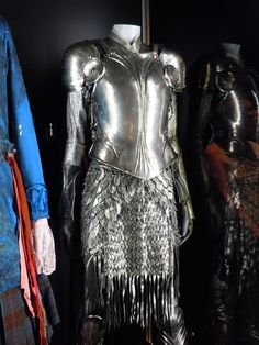 Alice in Wonderland White Knight armor. It's feminine and looks lightweight and it's *gasp* female armor that actually protects and covers the body. Tron Costume, Hallowen Costume, Futuristic Costume, Alice Costume, Tim Burton, Colleen Atwood, Alice White, Costume Armour, Female Armor