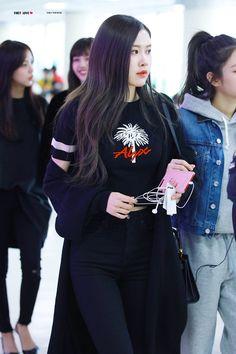 """© First Love | DO NOT EDIT  "" Blackpink Fashion, Daily Fashion, Korean Fashion, Fashion Outfits, Yg Entertainment, Auckland, Jenny Kim, Jennie Blackpink, Airport Style"