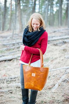 I LOVE these made in Montana T Bird Leather bags from the photoshoot with styling by Montana Style Blogger, Courtney. Tyler Nicole Photography took the amazing group pictures street style, leather bags, group photoshoot, earth tones, Montana Style,