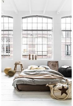 i would love to have the same................. Couleur-Locale-Belgium-linens-photo-by-Paulina-Arcklin-Remodelista