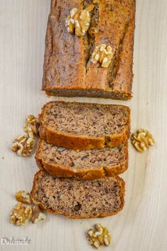 Chec de post cu banane si nuci (Banana Bread) Banana Bread Reteta, Romanian Food, Vegan Recipes, Vegan Food, Cheesecake, Deserts, Food And Drink, Rolls, Sweets