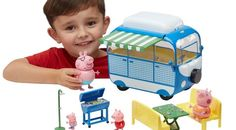Great value and fantastic range of Peppa Pig Toys at Smyths Toys Peppa Pig Holiday, Figurine Star Wars, Toys Uk, All Episodes, Parasol, Camping Car, Campervan, Toy Chest, Play
