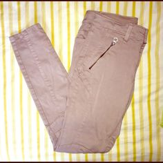 "NWOT ankle jeggings NWOT ""Jegging ankle super stretch"" pants from American Eagle Outfitters. 54% cotton, 43% rayon and 3% spandex. Tan colored in cargo style. American Eagle Outfitters Pants Skinny"