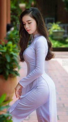This is a dress called an Áo dài Cute Asian Girls, Asian Fashion, Girl Fashion, Beautiful Girl Indian, Beautiful Women Tumblr, Beauty Full Girl, Beauty Girls, Ao Dai, Professional Outfits