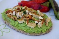 Pita au pesto de brocoli, poulet grillé et amandes - KiyaKuisine