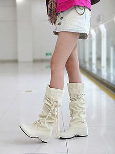Cool 48 Best Fashion Winter Boots Ideas for Women You Should Wear. More at http://aksahinjewelry.com/2017/11/13/48-best-fashion-winter-boots-ideas-women-wear/