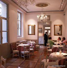 MADRID COOL BLOG museo del romanticismo cafe del jardín madrid malasaña Oasis, Coffee Pods, Cool, Bar, Table, Furniture, Spain, Home Decor, Bread Types